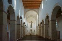 08-die-purifizierte-spaetromanische-Kirche-Sankt-Peter