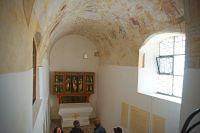 05-Tonnengewoelbe-der-Gruft-in-der-Sankt-Anna-Kapelle-Viechtach-mit-Totentanzdarstellung