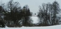61-Durchblick-von-der-Menachau-zur-Pfarrkirche-Sankt-Jakob-und-der-Totentanzkapelle-Haselbach