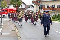 FW01-Festzug-mit-Vorsitzendem-Irlbeck-und-Musikverein-Mitterfels