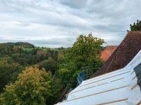2020_09_23_12_Schutz_des_abgedeckten_Daches_durch_Planen