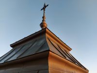 2020_12_31_07_Sonnenuntergang_-_fast_auf_Hoehe_des_Kirchturmkreuzes