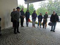 00_b_Trotz_stroemenden_Regens_konnte_Martin_Graf_noch_einmal_eine_ansehnliche_Gruppe_beim_zweiten_Spaziergang_begruessen
