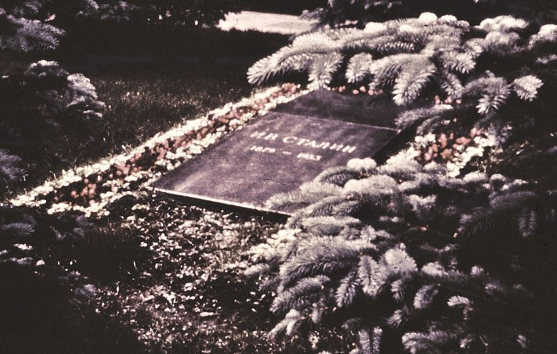 01 02 stalins grave in 1965