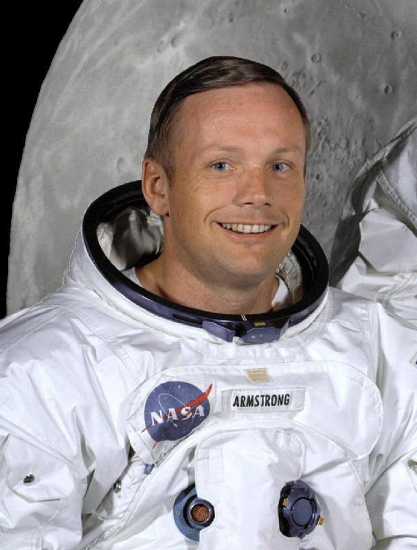 25 02 neil armstrong in suit