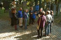 01-Fuehrung-im-Petersfriedhof-in-Straubing-durch-Hans-Vicari