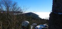 04-nur-die-hoeheren-Gipfel-ragen-aus-dem-Nebelmeer