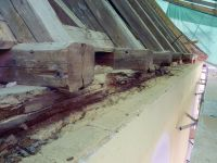 2017_05_25-016-Dachstuhl-tragende-Balken-verfault