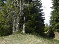 023_Zhuri-Haidl_Kreuz_am_Wanderweg