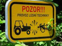 05_Forstbetrieb_lauert_Radfahrer_auf
