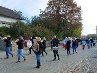 2020_10_18_02_Kirchenzug_-_begleitet_vom_Musikverein_Mitterfels