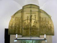 100-Glasaltar-in-Gutwasser-der-Prager-Kuenstlerin-Vladena-Tesarova---ft