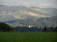 124-Perasdorf-im-Licht-der-Morgensonne---von-Grandsberg-gesehen---ft