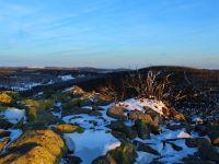 139-Sie-taucht-die-kalten-Felsbloecke-des-Lusen-in-warmes-Licht---bm