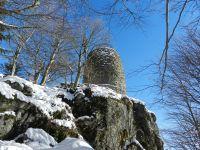 147-der-Turm-am-Hirschenstein-gleicht-einem-Wehrturm-einer-Burg---ft