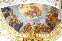 13_in_der_Kreuzkapelle_sind_noch_die_Fresken_von_1738_erhalten