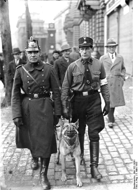 05 02 bundesarchiv bild 102-14381 berlin polizeipatrouille am wahltag