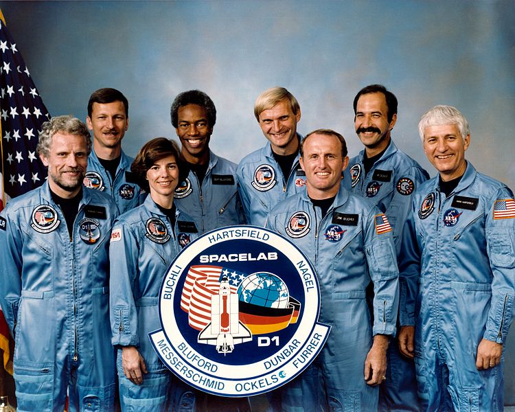 30 01 sts-61-a crew